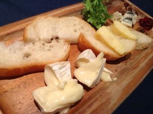 チーズの盛り合わせ(三種)