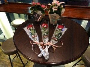 カップルにお花のプレゼントをご用意です!